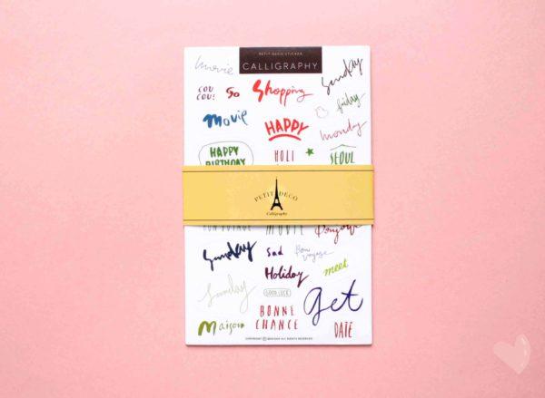 cartelas de adesivos com palavras escritas a mão